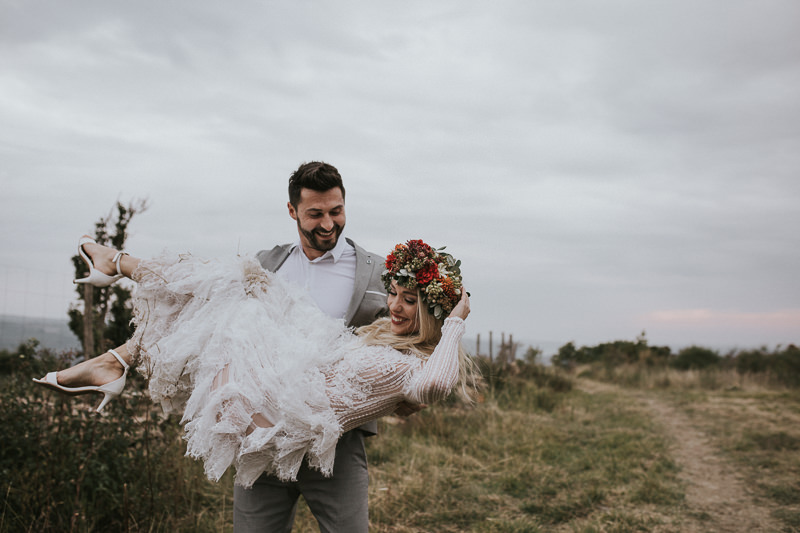 tips to feel comfortable in your wedding photos