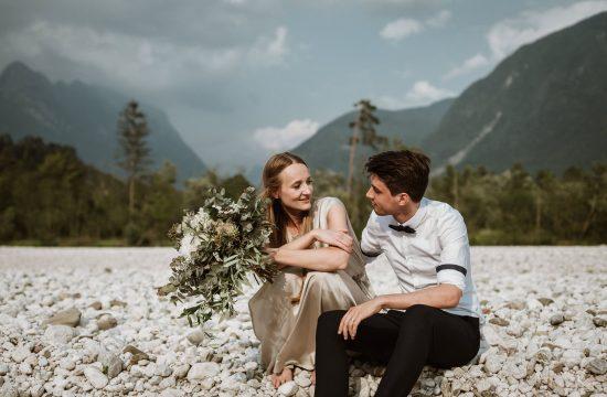 sproščene poročne fotografije